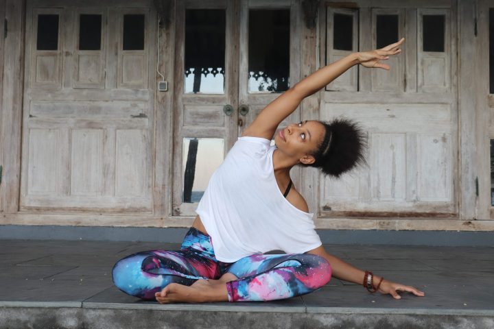 yoga mind coach voor bedrijven leuven lara sosanwo side stretch